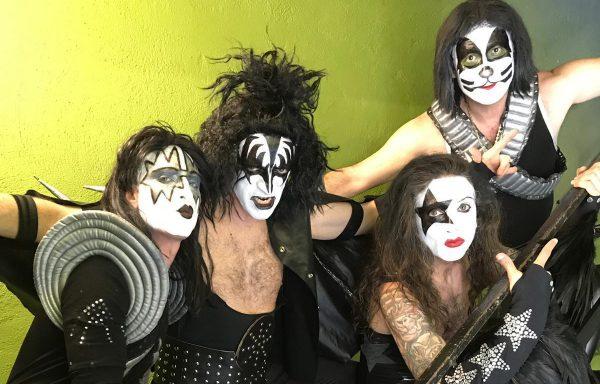 """Entrevista a KISS OF DEATH: """"La música está hecha para ser tocada para y por un público, sean temas propios o ajenos"""""""